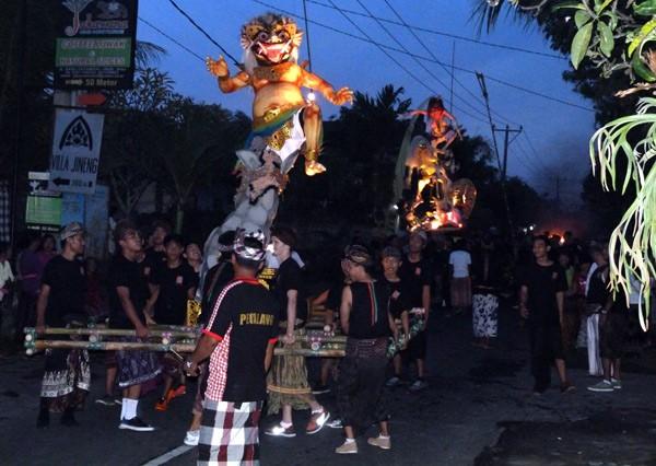 Ogoh Ogoh parade along Jalan Raya