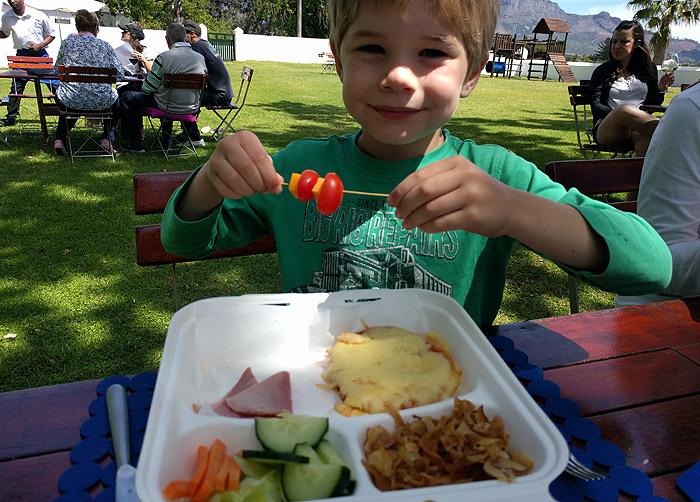 Kids food picnic at Allee Bleue